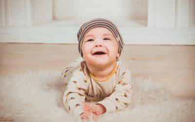 Quels types de tissus choisir pour offrir des vêtements bébés ?